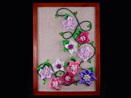 Картины своими руками с атласных цветов