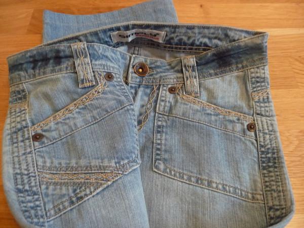 Новые Джинсы с вышивкой 25 размер 55088791abea6