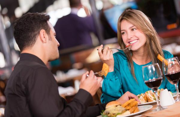 seks-posle-svidanie-v-restorane-viebal-zhenu-ne-odin