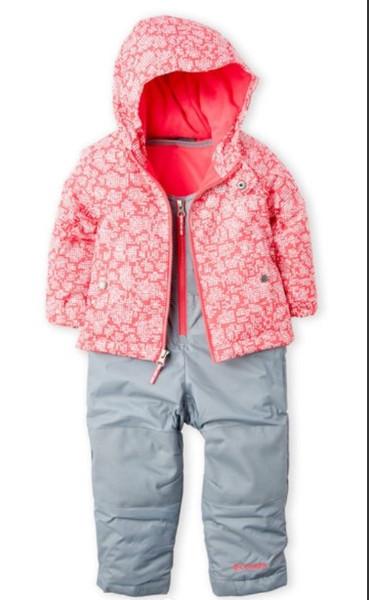 16a3369899fb Зимний костюм Columbia включает в себя водонепроницаемую куртку и  полукомбинезон-идеальный наряд, чтобы сохранить вашего малыша теплым и  сухим если он на ...