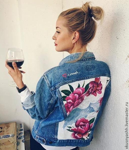Джинсовые куртки с росписью на спине